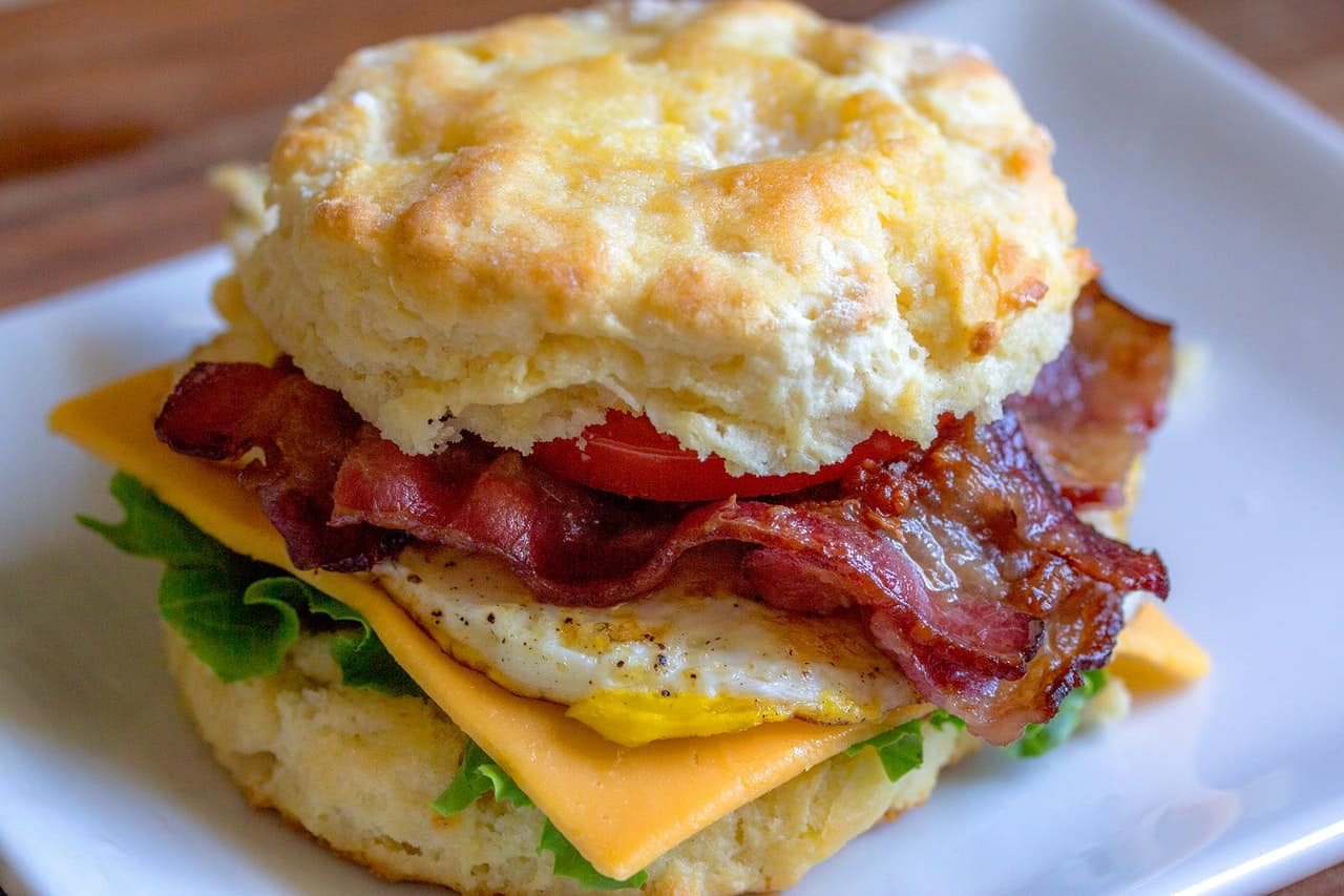 Breakfast on the Go - It is actually quite easy to have healthier versions of the breakfast sandwiches you usually get from a fast food drive-thru. You can prepare them ahead of time as well, which saves you even more time on busy mornings.