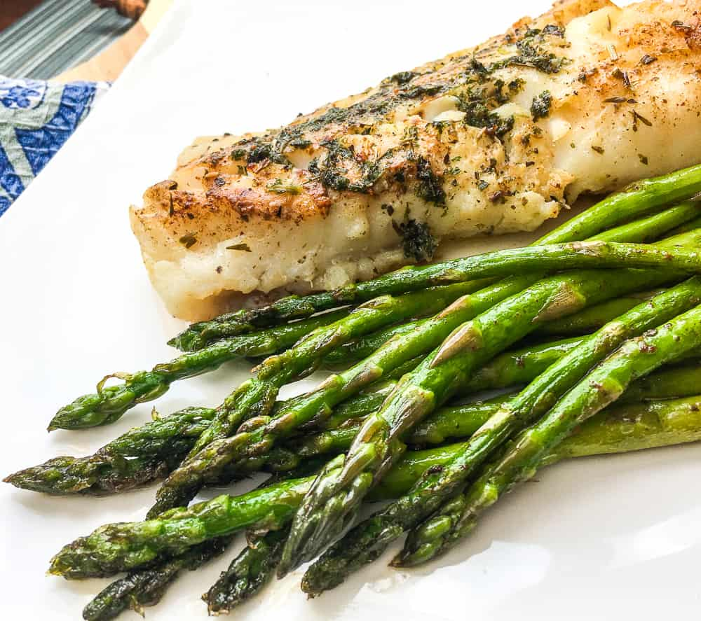 Healthy Recipes | Super Easy Atlantic Cod with Garlic-Herb Butter. The easiest and most flavorful cod you will ever make! Your family is sure to enjoy this healthy yummy dish. #recipes #healthyeating #cod #seafood  #HWS #healthywealthyskinny